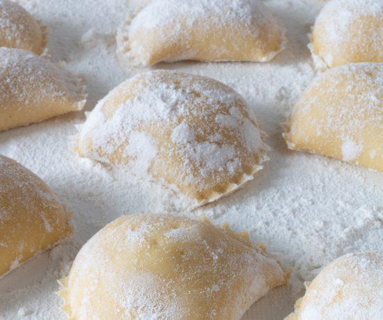 zoni di ricotta con cannella e zucchero