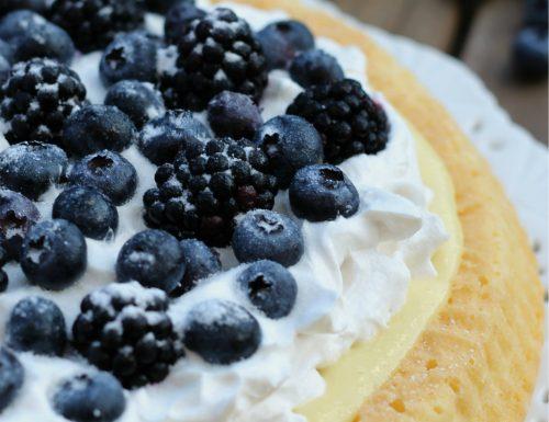 Crostata morbida con panna e frutti di bosco, ricetta tradizionale e ricetta Bimby