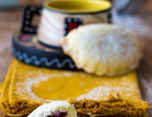 Ravioli di frolla con marmellata di amarene, ricetta con e senza Bimby