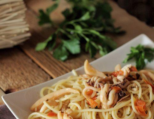 Spaghetti con ragù di seppie