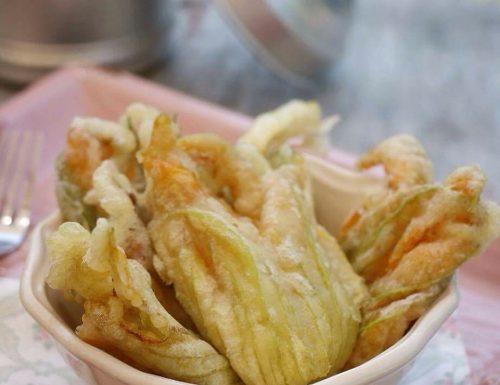 Fiori di zucca fritti in pastella con acqua frizzante, senza uova e senza lievito