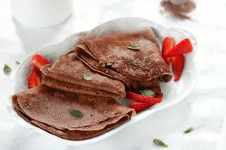 Crepes al cacao con yogurt