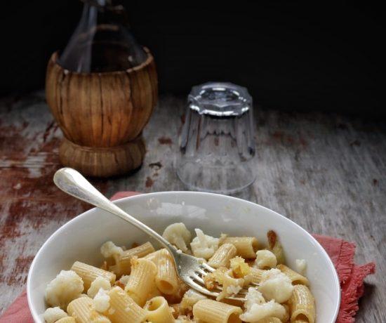 Pasta con il cavolfiore e mollica fritta