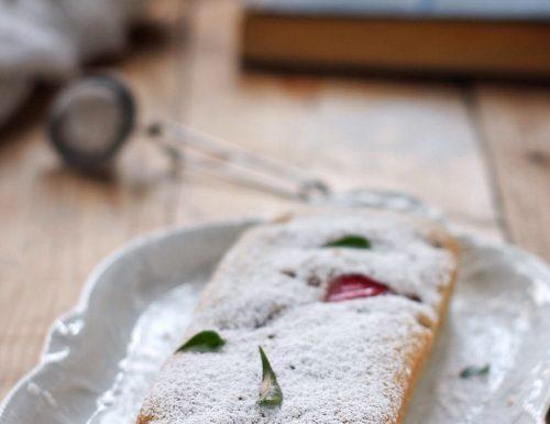 Plumcake al latte caldo con vaniglia e fragole, ricetta tradizionale e ricetta Bimby
