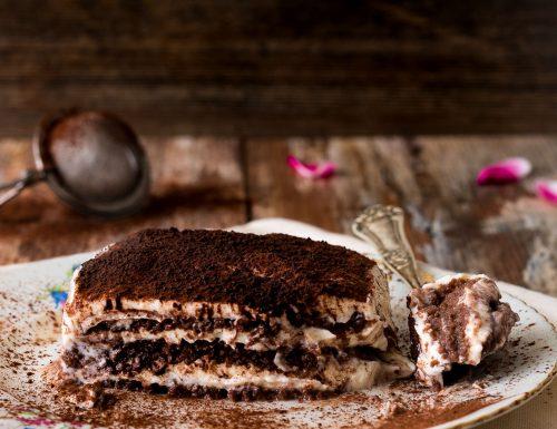 Tiramisù finto, ricetta per tutta la famiglia con ricotta e pavesini al cacao