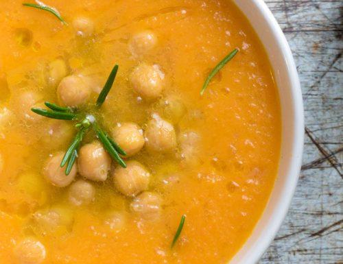 Zuppa di ceci con crema di zucca, ricetta vegana leggera e nutriente