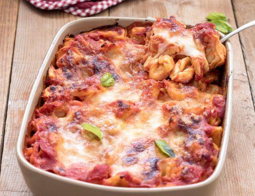 Pasticcio di tortellini al forno, ricetta semplice e gustosa