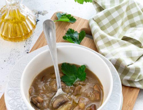 Zuppa di funghi misti e patate, una ricetta sana e nutriente