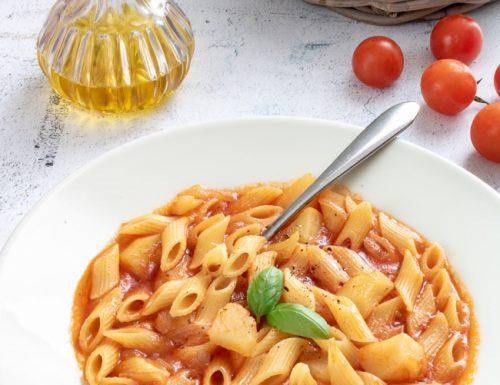 Minestra leggera di pasta e patate, ricetta semplice