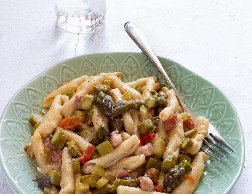 Pasta con asparagi, pancetta e pomodorini